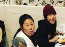 開心那選手と母親の美奈子さん