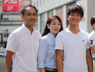 左:父の利行 中央:母の直美 右:優輝(引用元:月間陸上競技)