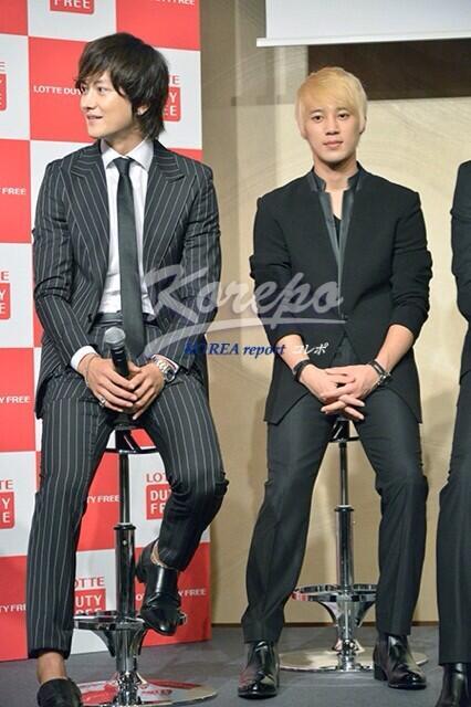 左:グァンス アンクレット 篠原涼子