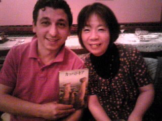 左:元夫のエロル・シャファックさん 右:及川眠子さん