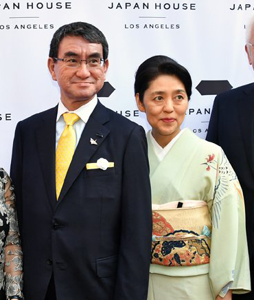 河野太郎氏と河野香夫人