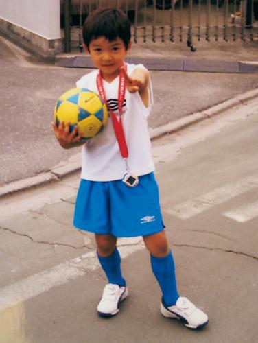 鈴木仁の小学校・中学校 幼少期はプロのサッカー選手を目指していた